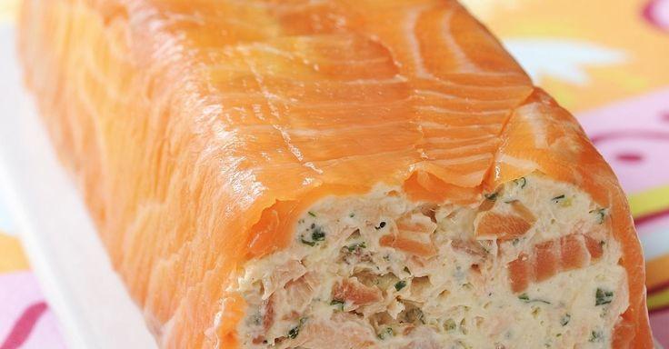 Terrine mit Räucherlachs ist ein Rezept mit frischen Zutaten aus der Kategorie Fisch. Probieren Sie dieses und weitere Rezepte von EAT SMARTER!