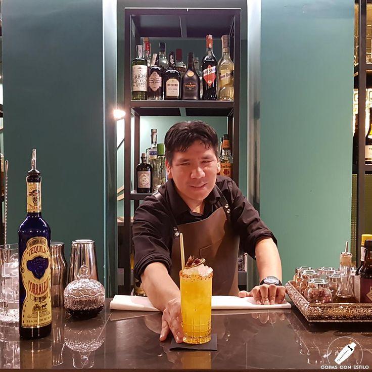 """Impresionante esta """"Prohibida Pasión"""", un gran cóctel con el que nos deleitó el bartender José Luis Arauco.    #CopasConEstilo #Bartender #Cocktail #Coctelería #Cóctel #Cócteles #Madrid"""