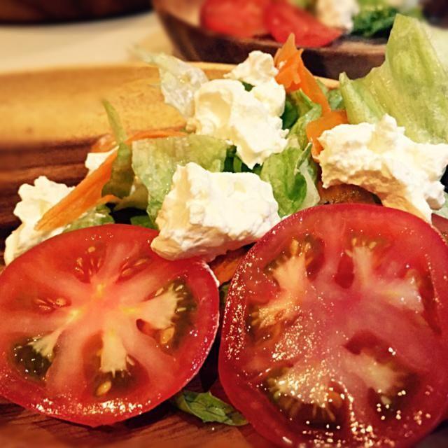 水切りしたギリシャヨーグルトをサラダにのせて〜チーズみたいな濃厚な味♡ シーザードレッシングがおすすめ! - 11件のもぐもぐ - ギリシャヨーグルトのサラダ by yusaoriria