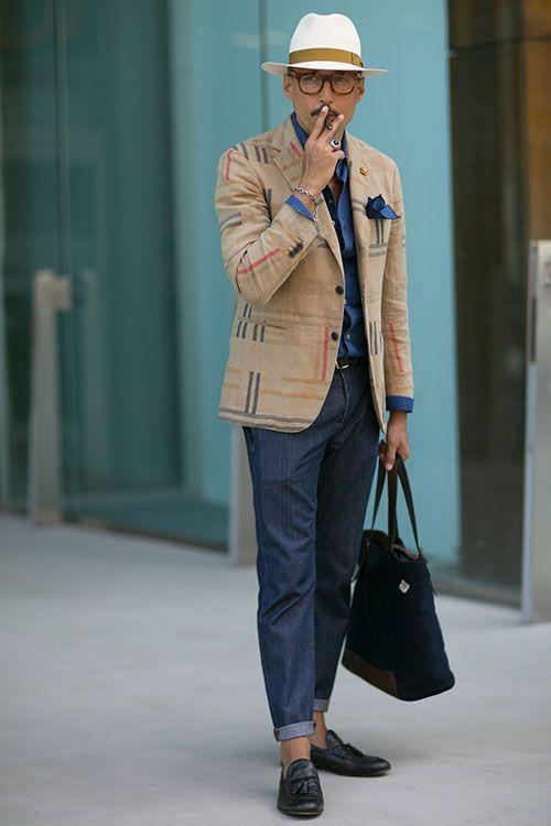 2015-07-06のファッションスナップ。着用アイテム・キーワードはアイコン, ジャケット, タッセルローファー, テーラード ジャケット, デニム, ハット, バッグ, ポケットチーフ, メガネ, ローファー, 青シャツ,Fabrizio Orianietc. 理想の着こなし・コーディネートがきっとここに。| No:116528