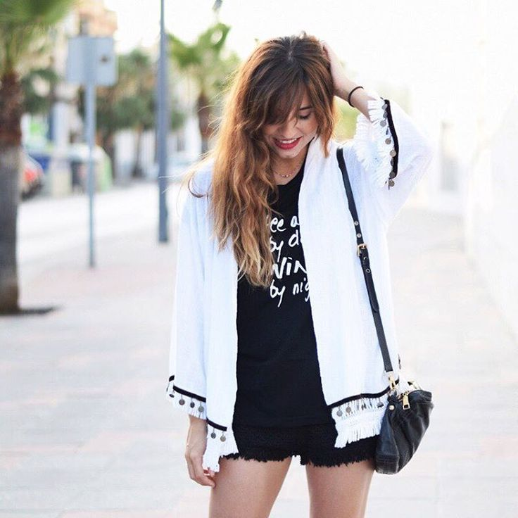 Inspiración boho by @modajustcoco . ¡Toma nota de su look! #moda #fashion #trendy #boho #casuallook #trendy #florencia #estilo #inspiracion #boholook #bohochic #shopping #shop #barcelona #bcnshops #picoftheday #weekendoutfit #kimono #boho #tribal