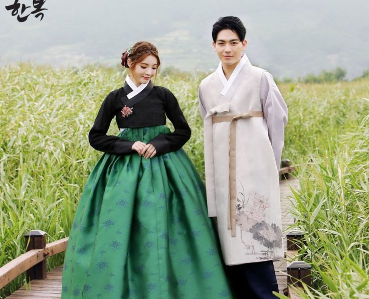 Korean traditional clothes.[한복] #hanbok #신랑신부한복 #전통한복 #예쁜한복 #커플한복 #한복스냅 #trip #snap #color #wedding #lovely #고급한복 #베틀한복 #한복대여전문점 #한복맞춤 #맞춤한복