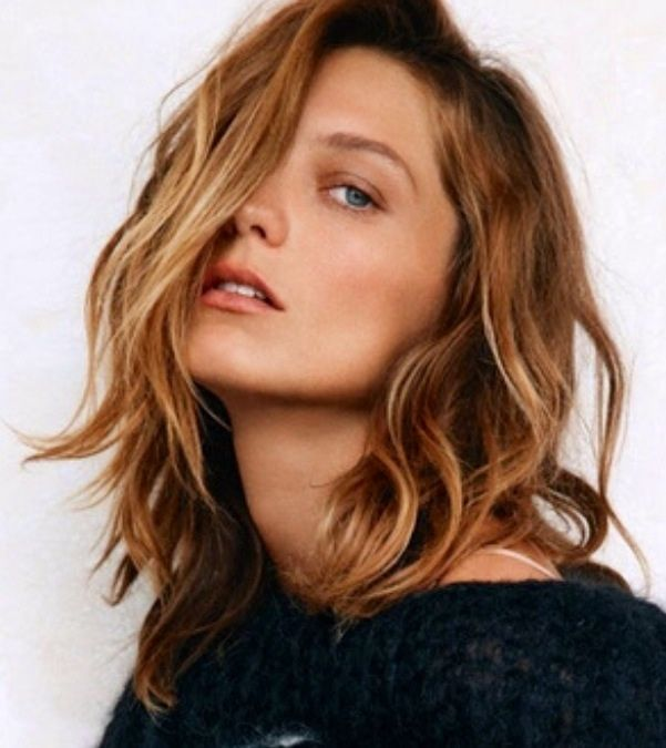 Medium length hair / golden Brown blond Hair / lob