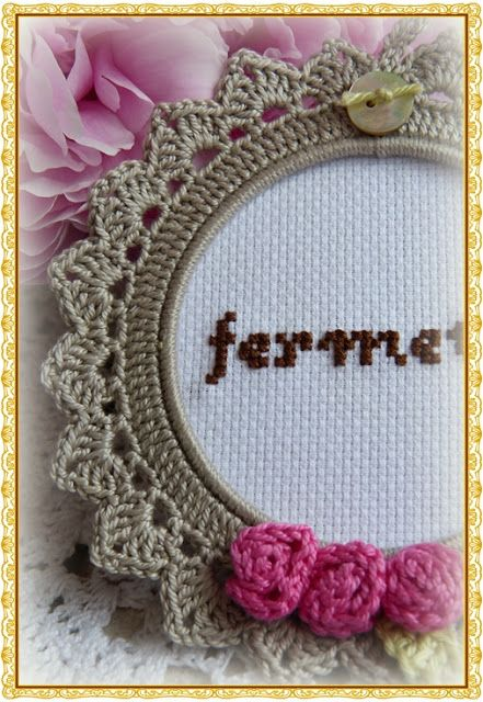 beautiful crochet frame.  Website is in Dutch; couldn't understand Google Translate's instructions : (