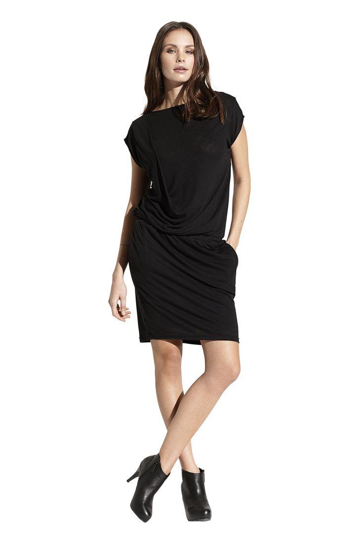 Fern jersey dress. Køb den på http://www.blackswanfashion.dk/ Fern jersey dress. Buy it on http://www.blackswanfashion.com/ #longsleeveddress #roundneckdress #drappeddress #casualoutfit #dresswithshortsleeves #blackdress #littleblackdress #loosefitteddress  #comfydress #perfectdress #jerseydress #viscosedress #polyesterdress #minimalisticdress #simpledress #chicdress #gorgeousdress #stylishdress #femininedress #comfydress #abovekneelenghtdress #relaxdress #pocketdress
