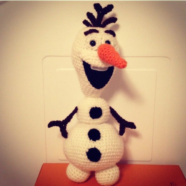Crochet Olaf the Snowman from Disney Movie Frozen. Free pattern!  My kids would love this!!