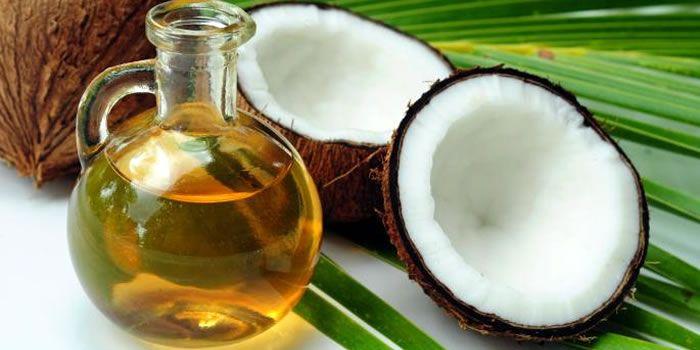 Aprenda a fazer de forma simples, prática e rápida o óleo de coco caseiro. Muito mais saudável e gostoso!