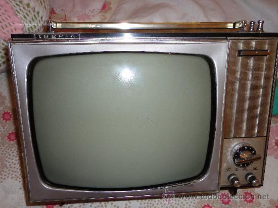 En 1960 la televisión dio un cambio radical, pasando de la transmisión en blanco y negro a transmisión en color.