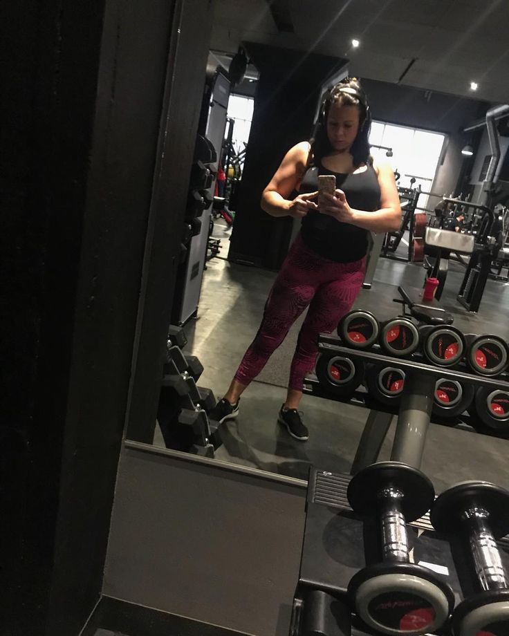 She likes it  #shoulders #back #rygg #shredded #ripped #work #workout #hardstyle #hardworker #iron #gym #shape #body #bodypower #bodyart #bodybuilding #bodypositive #motivation #inspiration #vfit #muscle #muscles #athlete #athletic #elitnutrition #teamunicorn @elitnutrition