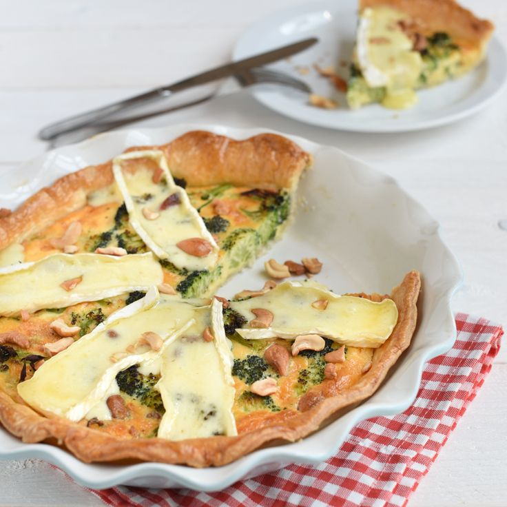 Broccoliquiche met brie, maak je in een handomdraai met Tante Fanny Vers Quiche-en Taartdeeg. Kijk op de website voor nog meer lekkere recepten.