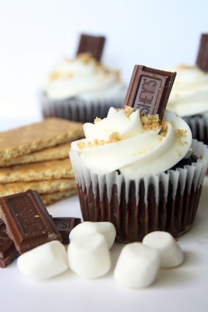 S'mores cupcakes with marshmallow fluff buttercream. Yes please.