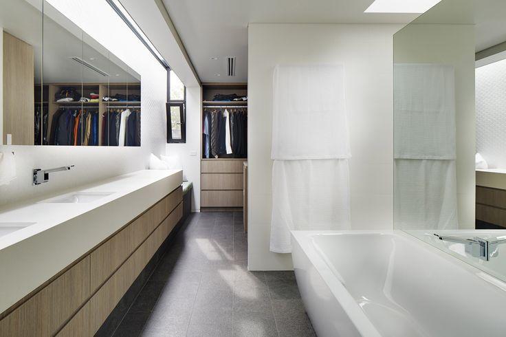 City Beach home by Luxus Homes & Wright Feldhusen Architects