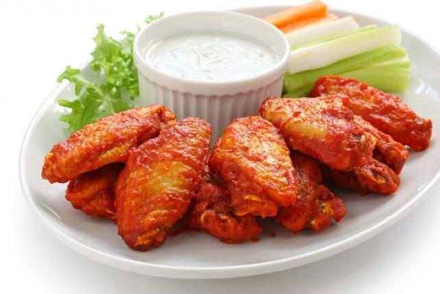 Egy finom Buffalo csirkeszárnyak ebédre vagy vacsorára? Buffalo csirkeszárnyak Receptek a Mindmegette.hu Recept gyűjteményében!