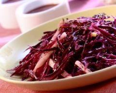 Salade de chou rouge mariné aux agrumes (facile, rapide) - Une recette CuisineAZ