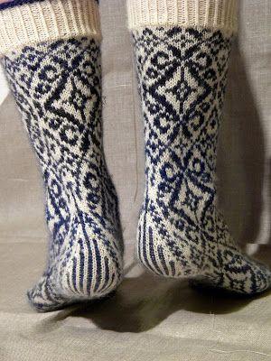 inspiration : lenealve's wallflower socks, pattern by stephanie van der linden, 6usd from twist collective (top down)