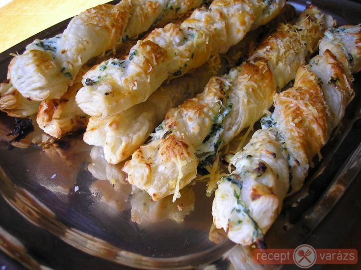 Nagyon finom omlós a tésztája a ricottától. Ricottás medvehagymás csavart recept Készítsd el akár 2, vagy 12 főre, a Receptvarazs.hu ebben is segít!