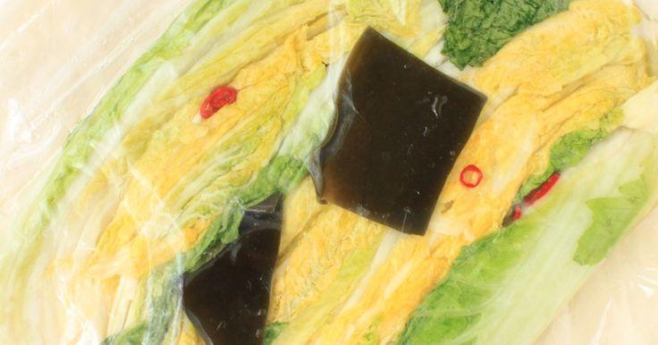 保存袋&辞書使用で少量からお気軽に♪日光浴させた白菜が美味しい、王道の白菜づけ。