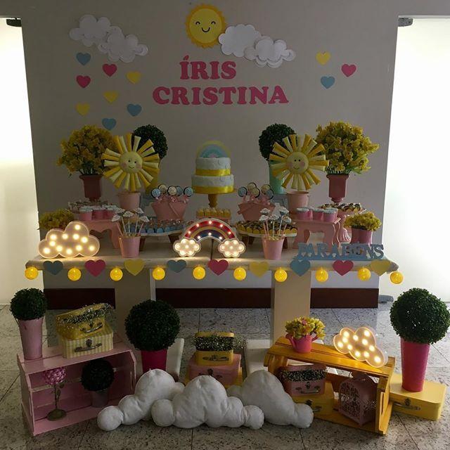 Hoje foi o dia dessa mesa linda e meiga...cheia de arco-íris e sol!!! #clakeka #clakekasp #festasol #festaarcoiris🌈 #festaarcoiris #raimbow #raimbowparty #party #partyideas #sunparty #decoracaodefesta #festapersonalizada #festa1ano