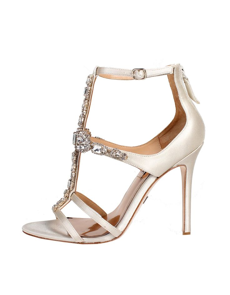 Wedding day inspiration from Kleinfeld Canada: Badgley Mischka shoes, Giovana Ivory