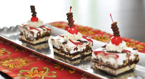Chocolate Crunch Ice Cream Dessert: Desserts Recipes, Frozen Treats, Dessert Recipes, Crunches Ice, Ice Cream Sandwiches, Chocolate Ice Cream, Frozen Desserts, Chocolates Crunches, Ice Cream Desserts