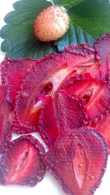 Μάθε πώς να ....ΑΠΟΞΗΡΑΝΕΙΣ ΦΡΟΥΤΑ   Για να συντηρήσουμε τα αγαπημένα μας φρούτα που η εποχή τους κρατάει πολύ λίγο δεν έχουμε παρά να τα αποξηράνουμε.!!!