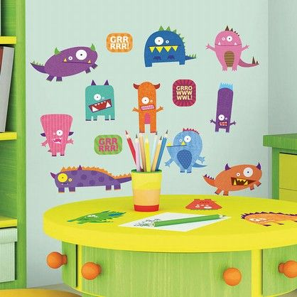 Wall stickers med farverige monstre, der gerne vil virke lidt farligere, end de egentlig ser ud til at være.
