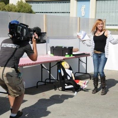Mythbusters' Kari Byron helps the White House encourage girls to love science. We need more cool geek girls like her!