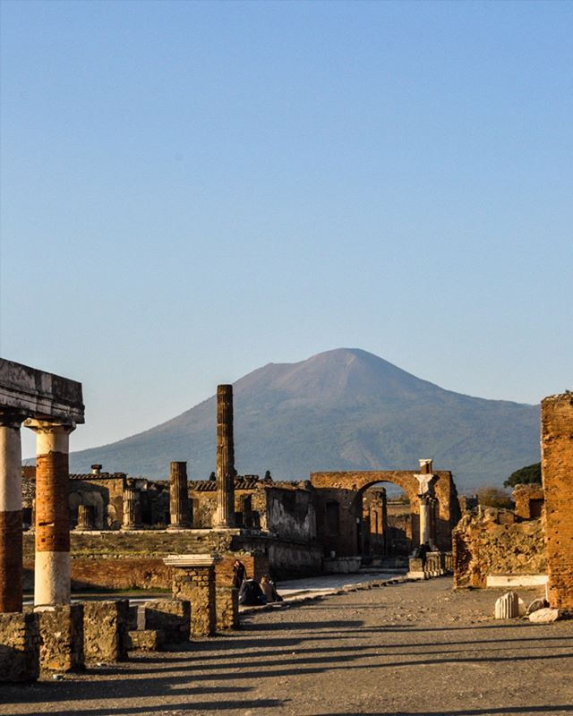 Mt Vesuvius lovin' . Italy #mtvesuvius #italy #iglobal_photographers @iglobalphotographers #mostamazingplace #wouldrecommend #europe