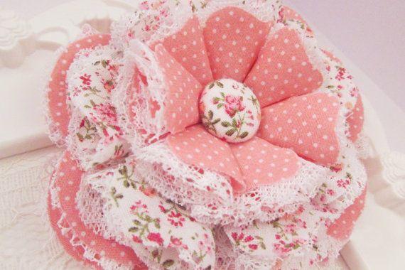 Flor de tela Floral rosa y crema flor cosida con encaje crema tela diseño Shabby Chic país faja maternidad accesorio del pelo de la boda