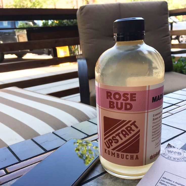 Rose Kombucha, my favorite for heat days! an amazing alternative to replace sodas and hydrate yourself. It tastes great and the probiotics in it will help your digestive system! ------- Para estos días de calor, tómate un kombucha… Rose Bud es mi favorito! una alternativa saludable para reemplazar las bebidas dulces y gaseosas, sabe delicioso y tiene cultivos probióticos que limpian tu sistema digestivo! #summersnacks #healthysnacks