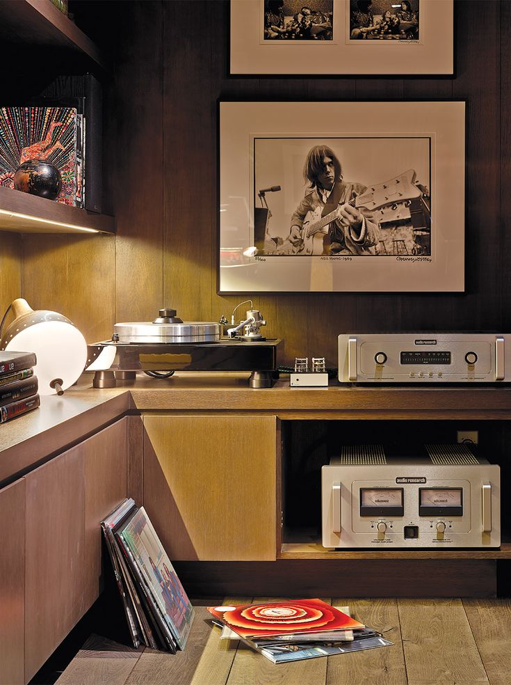 ALEXANDER DESIGN/YORN: Yorn's music room features a Audio Research turntable.  PHOTO: John Coolidge.