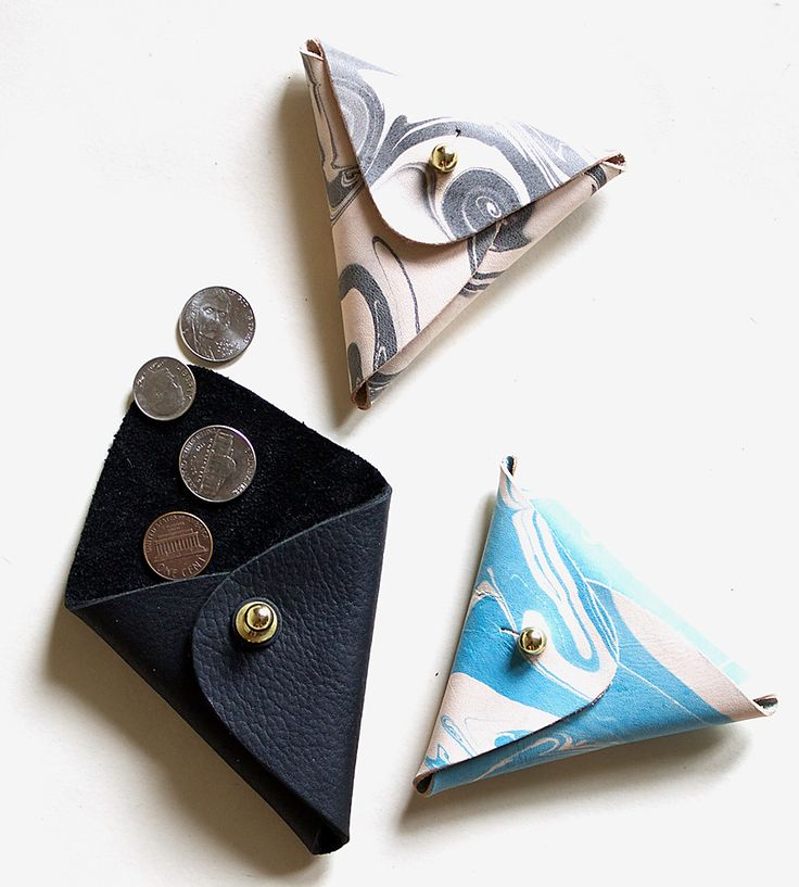 Triangle Leather Coin Purse made by Neva Opet. Marbled leather pouch.