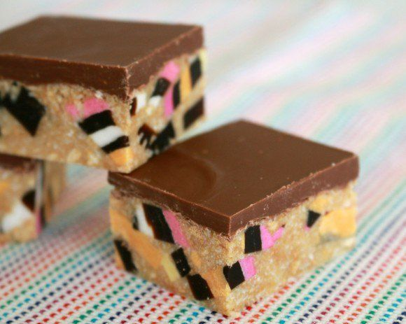 So bright, so colourful, so delicious! This really is the ultimate Licorice Allsort Slice recipe... and it's completely no-bake!