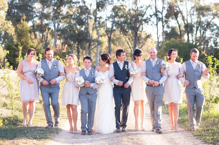 Great photo of the Bridal Party @ www.chateaudore.com.au