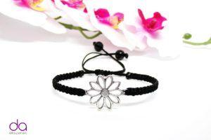 Karkötő virág motívummal – fekete