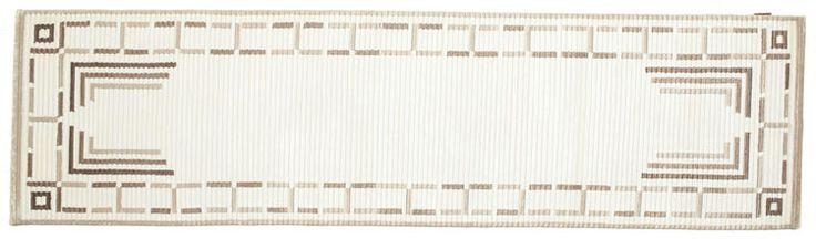 Dessa mattor handknyts i ateljéer i Indien. Mattorna är lite grövre med moderna mönster.