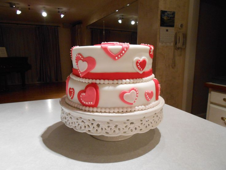 My first fondant cake outside of class...Whimsical Hearts.