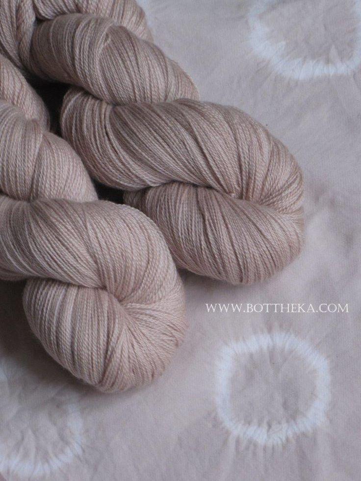 vegetable dyeing, hibiscus flower, merino, wool, silk, yarn, cotton, fabric, shibori http://bottheka.com/en/hibisci-flos