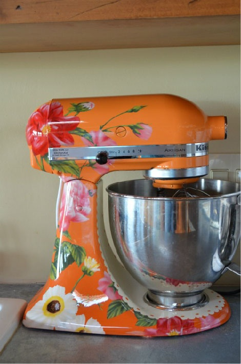This is the cutest mixer in the world (: Want this .