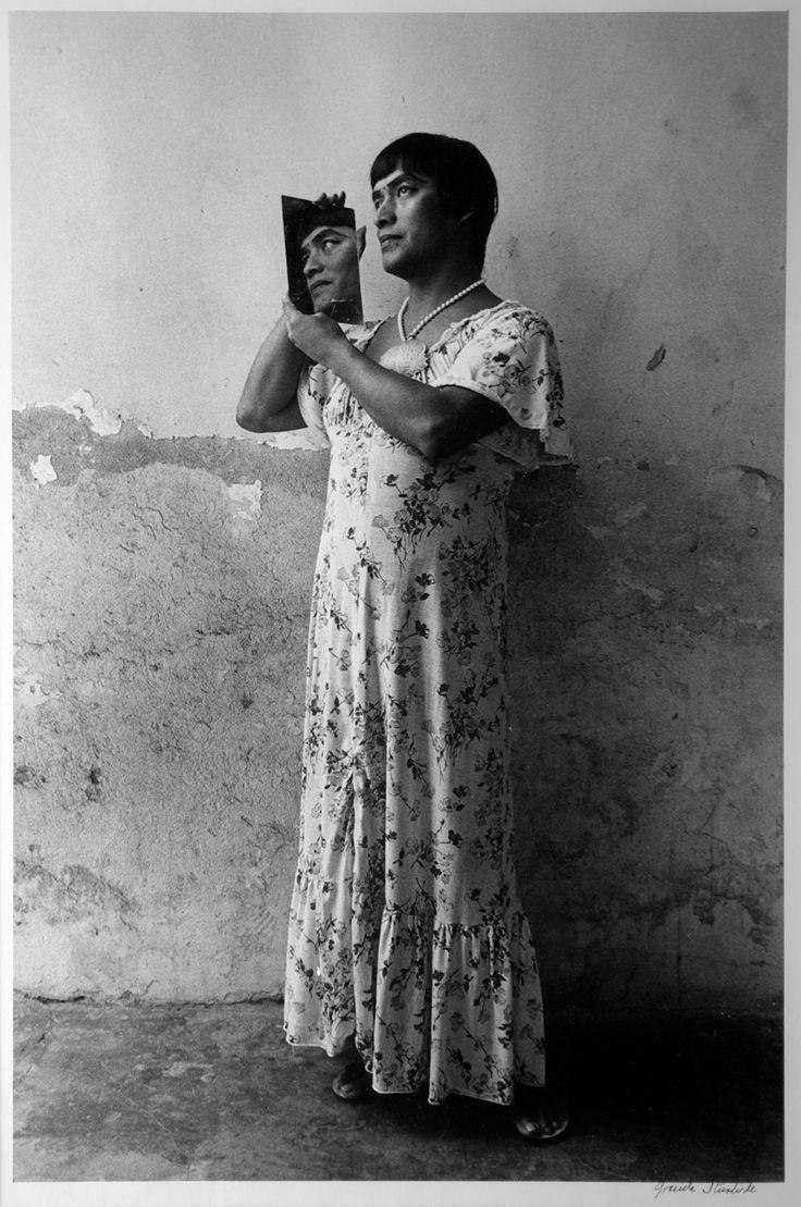 Graciela Iturbide Magnolia, 1986 Juchitán, Oaxaca, México Plata sobre gelatina