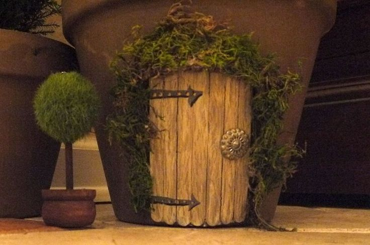 50 best images about faerie garden ideas on pinterest for Mini fairy door