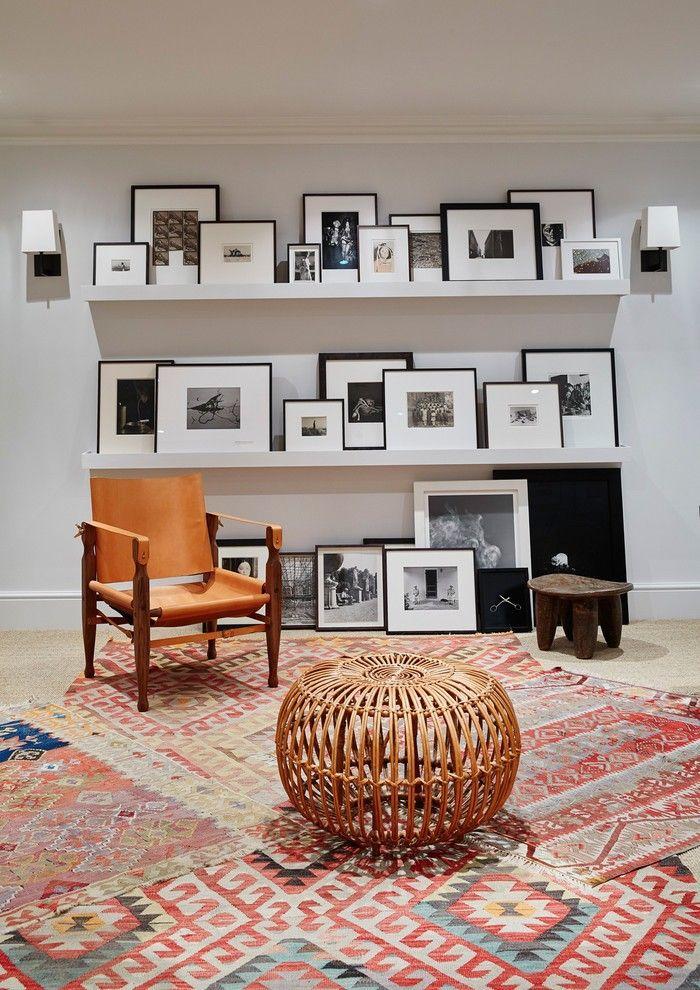 Keller ausbauen eine ganz persönliche Ecke sich zurückziehen Bilderwand gestalten bunte Teppiche praktischer bequemer Stuhl Holzhocker