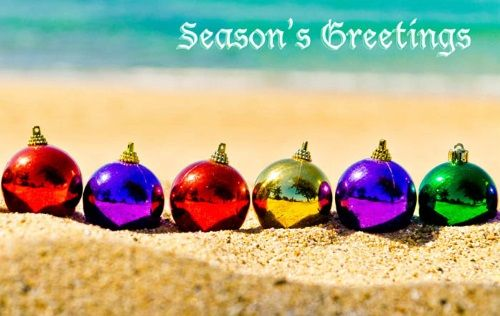 Beach Christmas Card Ideas with Ornaments, Santa Caps, Mini Trees, Family... and many others! Send out a Fun & Personal Beach Christmas Card this Year! 24 Crazy Cute Ideas on Beach Bliss Living: http://beachblissliving.com/beach-christmas-card-photo-ideas/