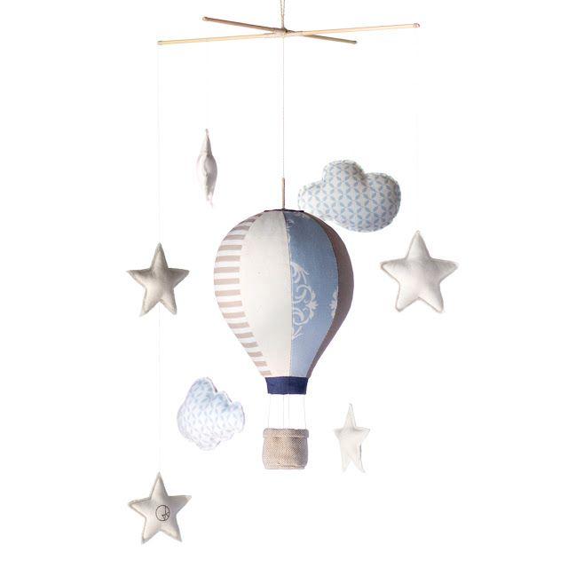 Jo handmade design: Mini hot air balloon mobile for him. Design for babies.