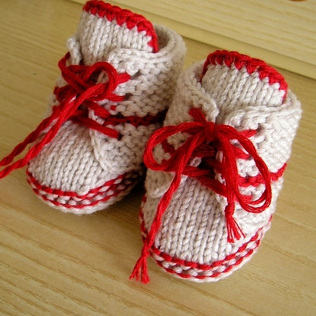 Pattern BABY BOOTIES with LACE