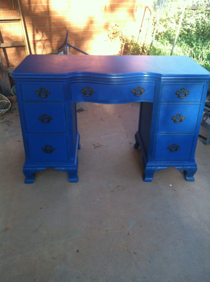Dies ist der genaue Schreibtisch. Farbe plus aktualisierte Griffe?