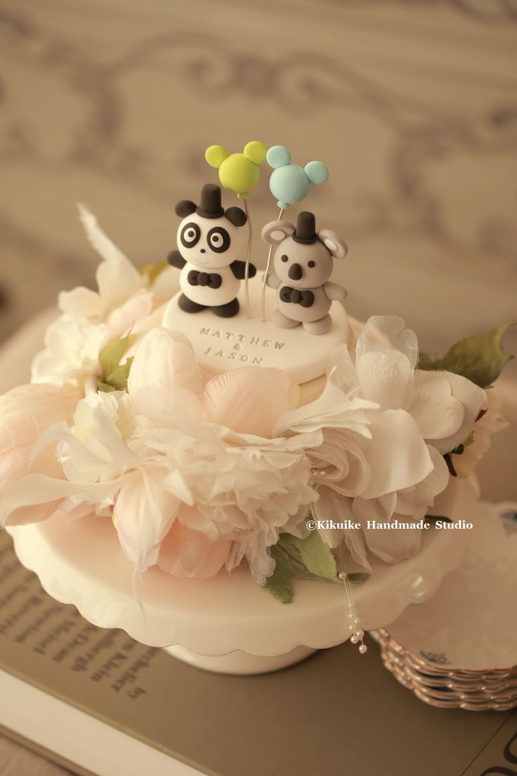 Love panda and koala wedding cake topper #mickeymouse #handmadecaketopper #customcaketopper #initials #weddingcake #weddingceremony #weddingideas #balloon #cakedecoration #animals #kikuikestudio #パンダ #コアラ #kikuikestudio #cute