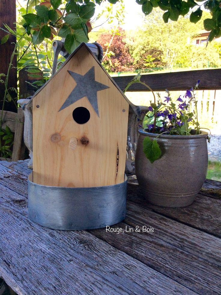 Nichoir-mangeoire en bois toiture et pourtour de la mangeoire en zinc et ouverture ronde : Accessoires de maison par rouge-lin-et-bois