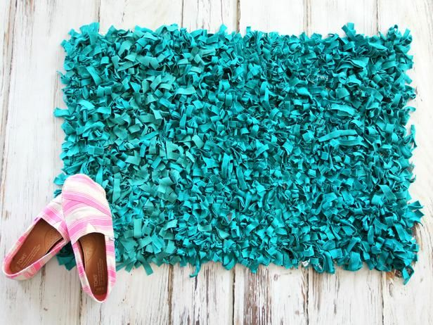 How to Make Rag Rug Bathmat from Upcycled T-Shirts >> http://www.diynetwork.com/decorating/how-to-make-a-rag-rug-bathmat-from-upcycled-t-shirts/pictures/index.html?soc=pinterest