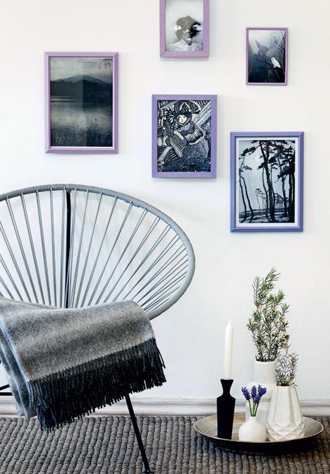 Du skal bruge: forskellige billedrammer (f.eks. Ikea og loppemarkeder), hobbylak (Panduro Hobby) i lilla, blå og hvid, pensel og sort-hvide ...